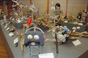 漂着ごみのアート作品 鳥羽・海の博物館で展示